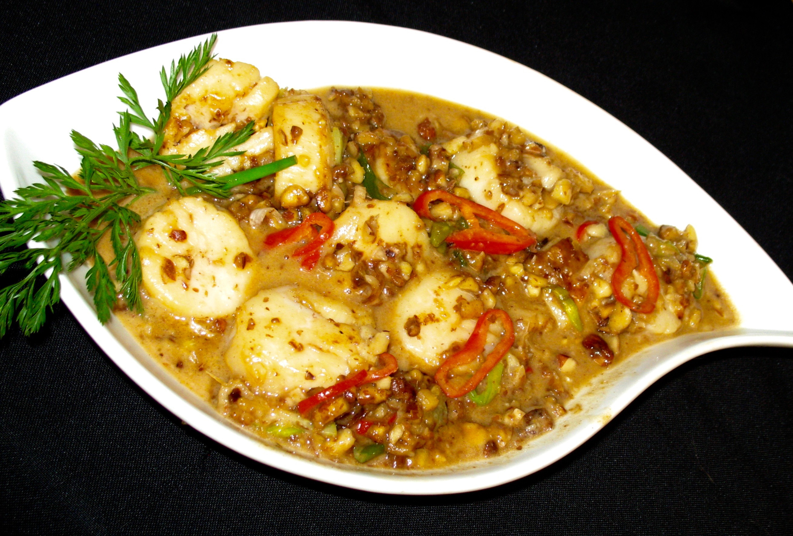 Gingered Sea Scallops with Toasted Almonds, Sassy Almond-Sesame Sauce & Coconut Milk – Entree & Stew